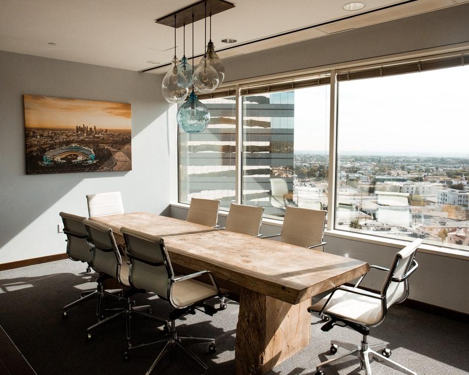 wpływ mebli biurowych na zdrowie pracownika