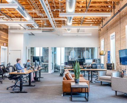 Koronawirus a praca w biurze – jak Covid zmienił miejsce pracy?